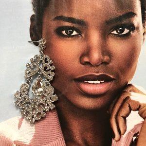 NWT Beautiful white crystal chandelier earrings